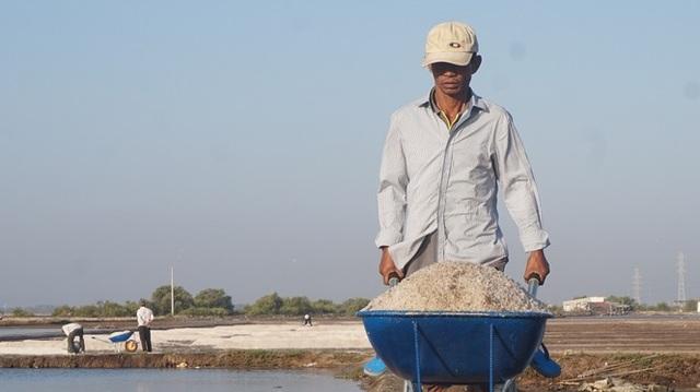 Cận cảnh nghề gieo nước biển đầu năm ở phương Nam - 1