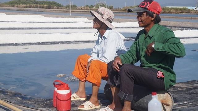 Cận cảnh nghề gieo nước biển đầu năm ở phương Nam - 11