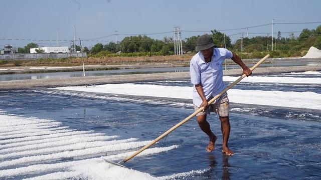 Cận cảnh nghề gieo nước biển đầu năm ở phương Nam - 7