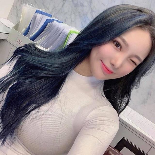 Cô giáo có hông quả táo đẹp nhất xứ Hàn gây bão mạng xã hội - 19