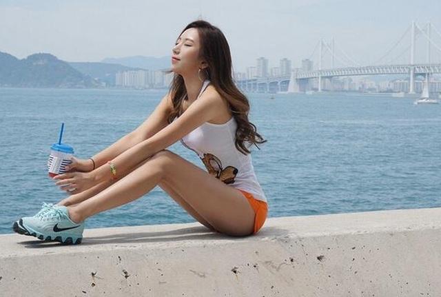 co-giao-co-hong-qua-tao-dep-nhat-xu-han-gay-bao-mang-xa-hoi-2-1614066969243.jpg