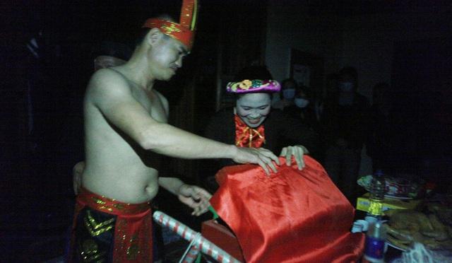 Ngượng đỏ mặt xem lễ hội linh tinh tình phộc lúc nửa đêm - 12