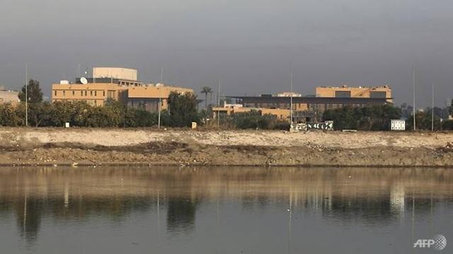 Rocket rơi gần Đại sứ quán Mỹ, pháo đài an ninh ở Iraq rung chuyển - 1