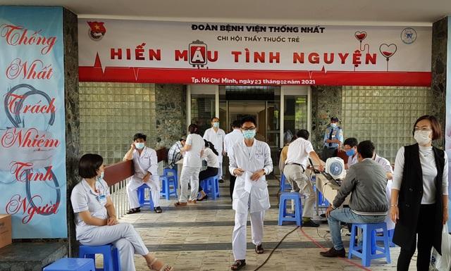 Ngân hàng máu dự trữ thiếu hụt, bệnh viện chung tay ứng cứu - 1