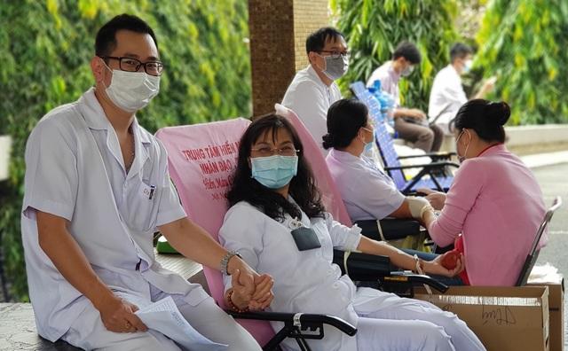 Ngân hàng máu dự trữ thiếu hụt, bệnh viện chung tay ứng cứu - 9