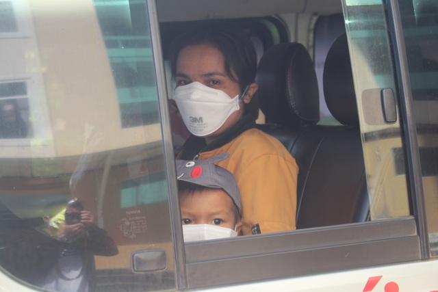 Nhiều bệnh nhân nhiễm SARS-CoV-2 tại Gia Lai xúc động khi được xuất viện - 3