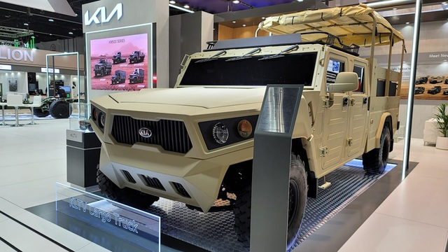 Kia gây bất ngờ khi ra mắt xe quân sự hầm hố - 1