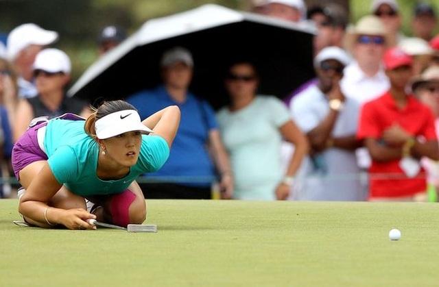 Tay golf nữ xinh đẹp bức xúc khi bị bình luận nhạy cảm - 2