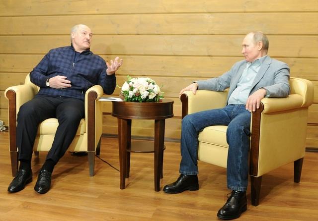 Video ông Putin trượt tuyết, lái mô tô cùng Tổng thống Belarus - 3
