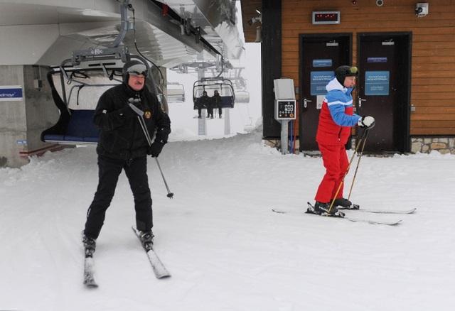 Video ông Putin trượt tuyết, lái mô tô cùng Tổng thống Belarus - 6