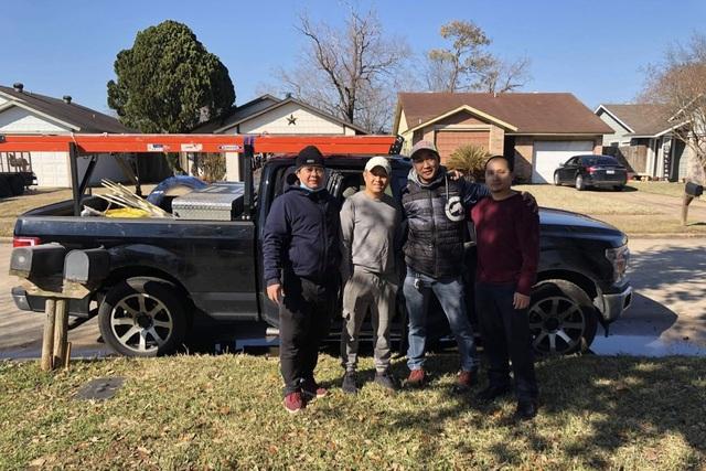Người Việt giải cứu ống nước bị bể do bão tuyết cho cư dân Houston, Texas - 1