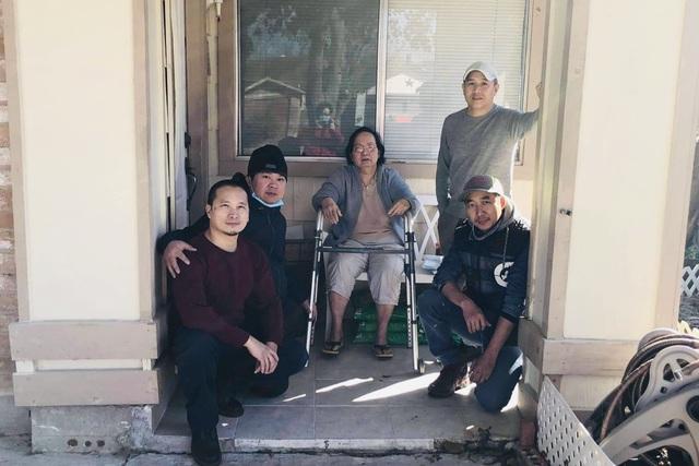 Người Việt giải cứu ống nước bị bể do bão tuyết cho cư dân Houston, Texas - 10