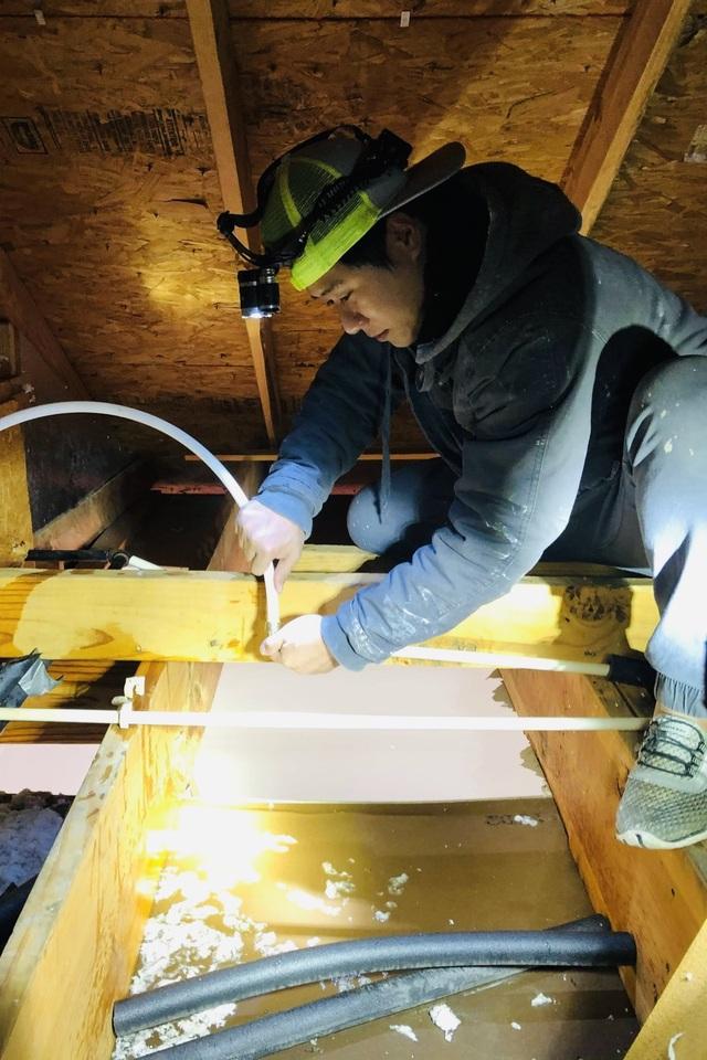 Người Việt giải cứu ống nước bị bể do bão tuyết cho cư dân Houston, Texas - 7