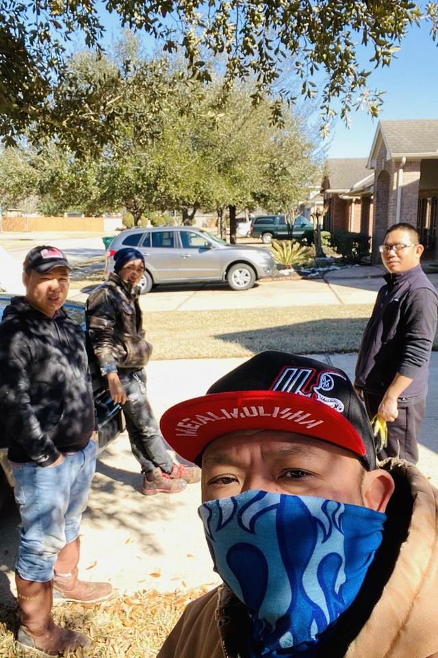 Người Việt giải cứu ống nước bị bể do bão tuyết cho cư dân Houston, Texas - 9