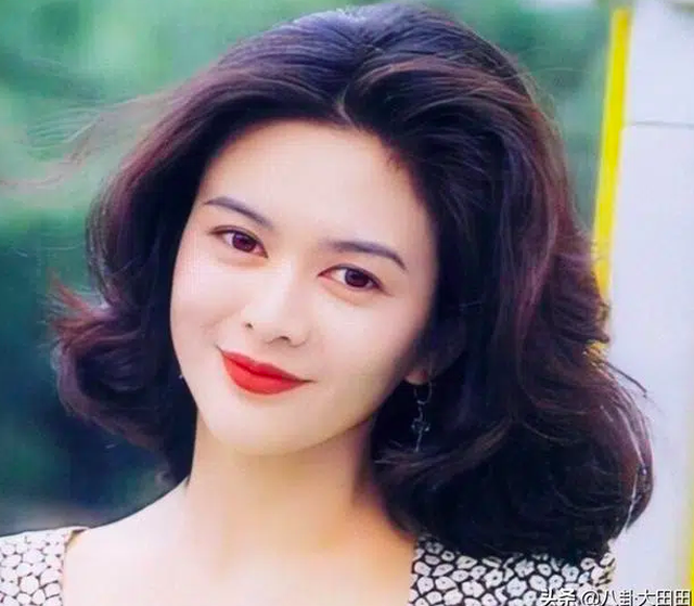 Đệ nhất mỹ nhân Hồng Kông sống cô độc với khối tài sản kếch sù ở tuổi 59 - 1