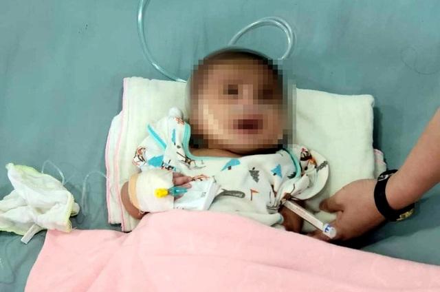 Mẹ đưa con 3 tháng tuổi đi khám bệnh rồi bỏ con đi luôn - 1