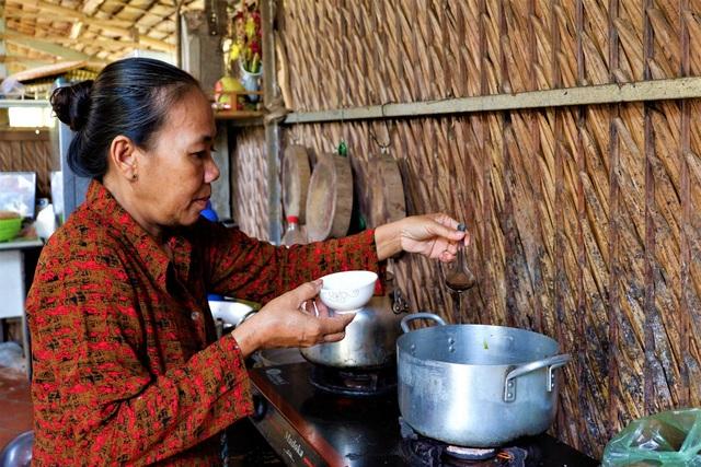 Chuyện về người phụ nữ gìn giữ nghề làm nước mắm ở Cần Thơ - 1