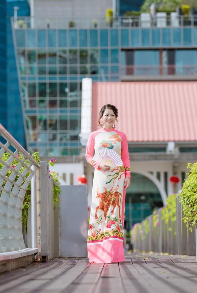Cô giáo người Việt mặc áo dài trên phố Singapore - 5