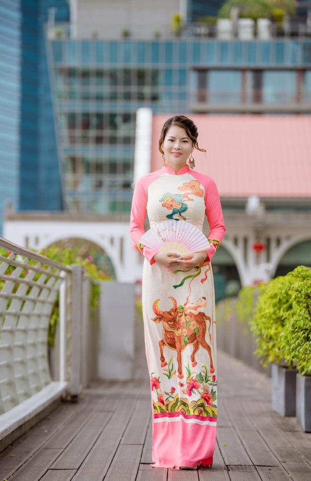 Cô giáo người Việt mặc áo dài trên phố Singapore - 2