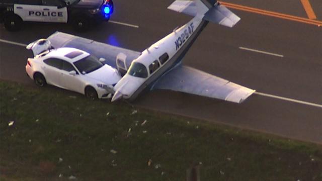 Máy bay Mỹ hạ cánh khẩn cấp xuống cao tốc, đâm cắt mặt ô tô - 2