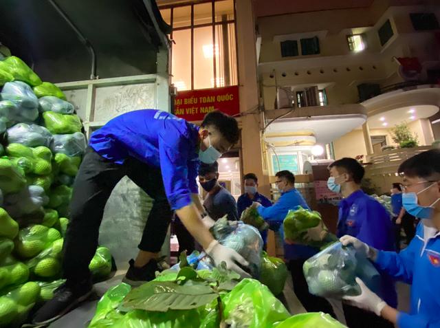 Thanh niên Thủ đô tất bật hỗ trợ tiêu thụ 122 tấn nông sản Hải Dương - 1