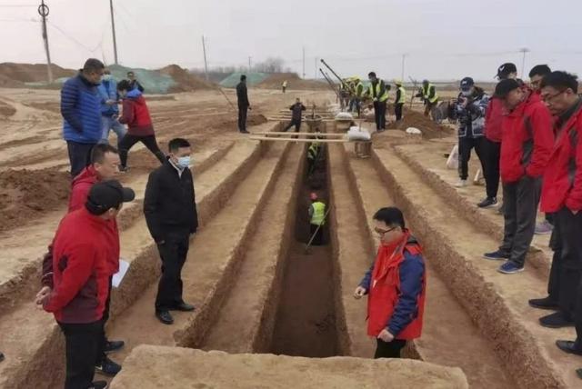 Hàng nghìn ngôi mộ cổ được phát hiện ở quê hương đội quân đất nung bí ẩn - 1
