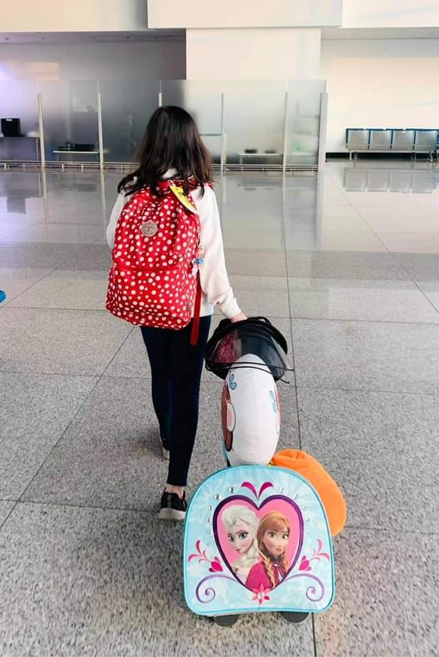 Thúy Nga xúc động được gặp con gái sau gần 1 năm xa cách vì Covid- 19 - 2