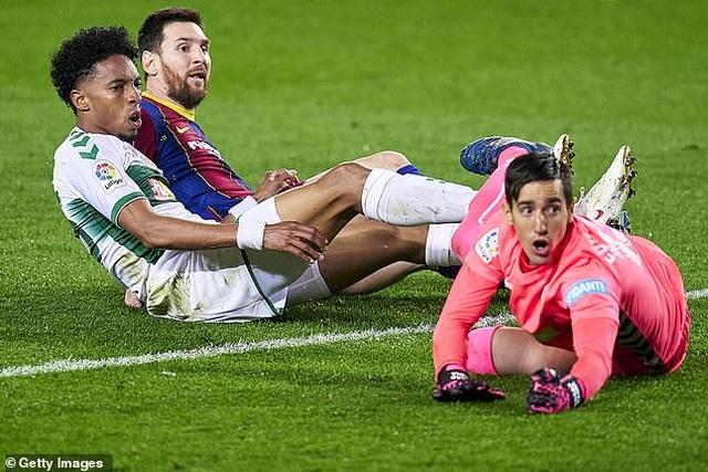 Messi lập cú đúp, Barcelona chỉ còn kém Real Madrid 2 điểm - 1
