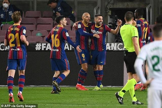 Messi lập cú đúp, Barcelona chỉ còn kém Real Madrid 2 điểm - 3
