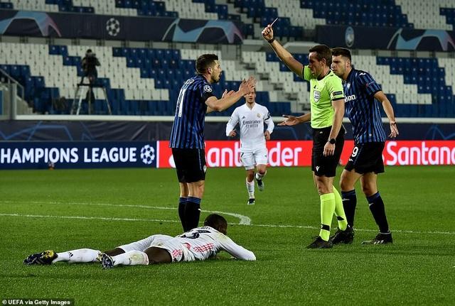 Đối thủ nhận thẻ đỏ sớm, Real Madrid nhọc nhằn đánh bại Atalanta - 2