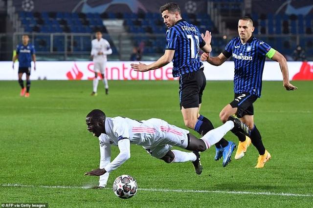 Đối thủ nhận thẻ đỏ sớm, Real Madrid nhọc nhằn đánh bại Atalanta - 1