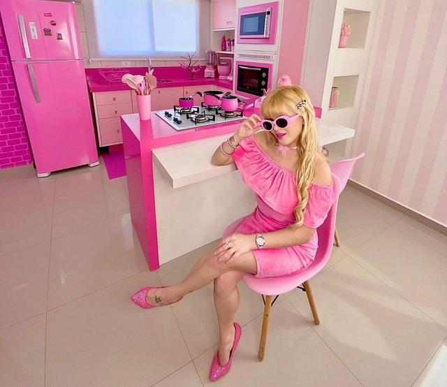 Nghiện màu hồng, cô gái trở thành búp bê sống chuyên nghiệp - 1
