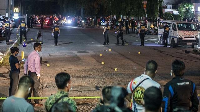 Cảnh sát Philippines đấu súng với đặc vụ chống ma túy chìm, 4 người chết - 1