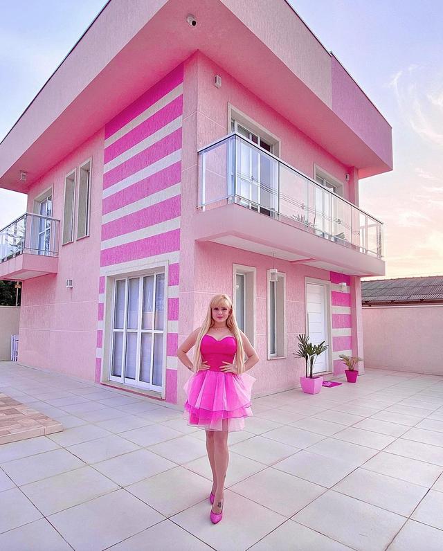 Nghiện màu hồng, cô gái trở thành búp bê sống chuyên nghiệp - 4