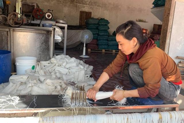 Thu nhập hàng chục triệu mỗi tháng từ làng nghề miến ở phố núi - 4