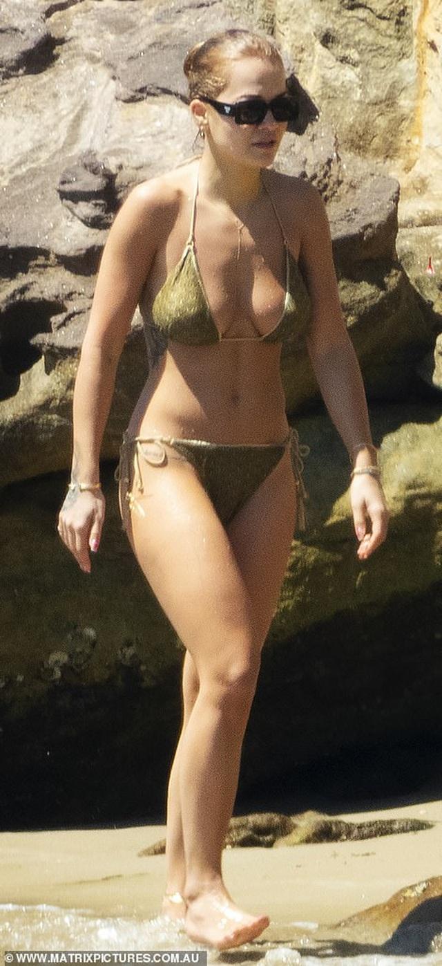 Rita Ora tái xuất sau scandal tổ chức tiệc giữa dịch Covid - 7