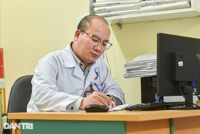 Nhiệm vụ đặc biệt của bác sĩ 23 năm cứu chữa bệnh nhân ung thư - 5