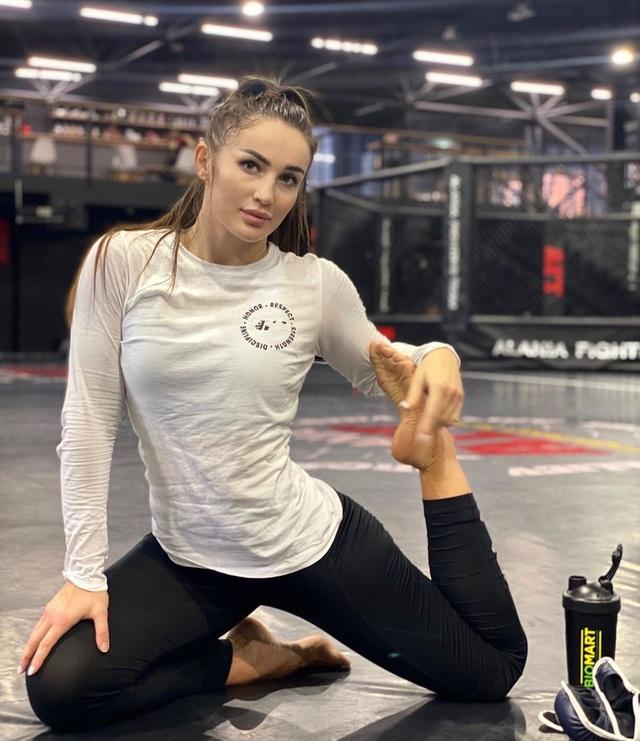 Nữ võ sĩ người Nga khốn khổ vì... quá xinh đẹp - 9