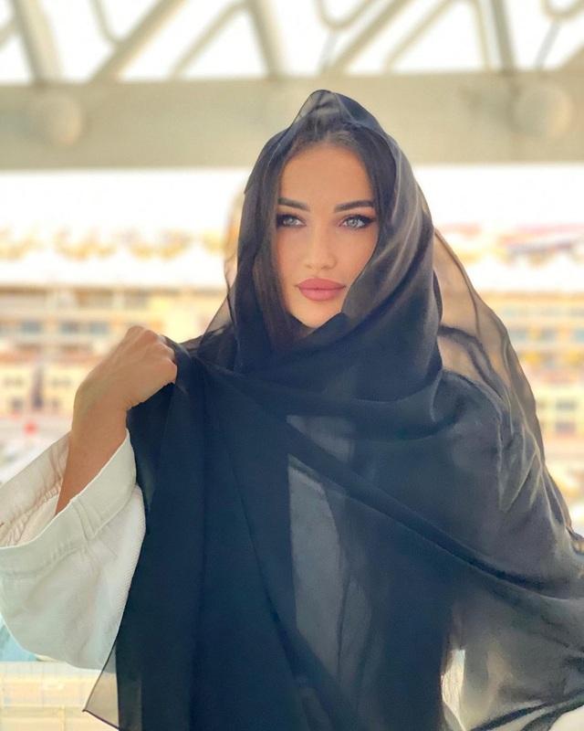 Nữ võ sĩ người Nga khốn khổ vì... quá xinh đẹp - 11