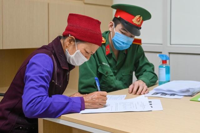 Hà Nội: Cô giáo trẻ vận động 50 người tham gia thử nghiệm vắc xin Coivd-19 - 6