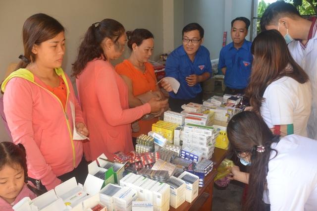 Câu lạc bộ thầy thuốc trẻ hết mình chăm sóc sức khỏe nhân dân - 2