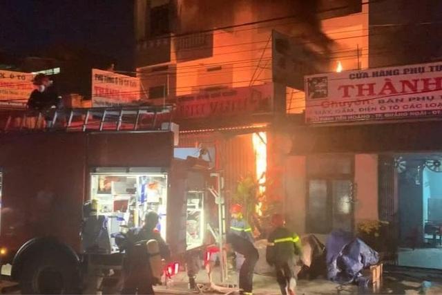 5 người thoát chết trong đám cháy lúc rạng sáng - 1