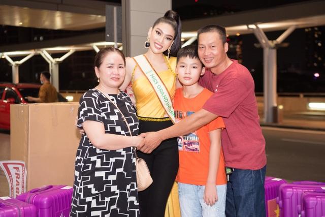 Phải cách ly, Ngọc Thảo mang 150kg hành lý sang Thái Lan dự thi - 4