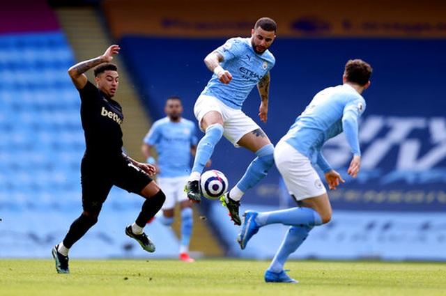 Man City 2-1 West Ham: Công bế tắc, thủ ghi bàn thay - 9
