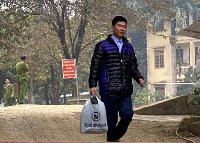 Bầu Đệ mời bác sĩ Hoàng Công Lương về bệnh viện làm việc - 3