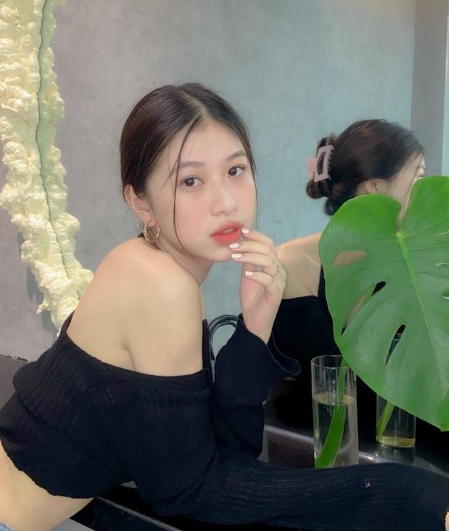 Điểm danh 7 gương mặt hot girl xinh đẹp nổi bật trong tháng 2 - 10