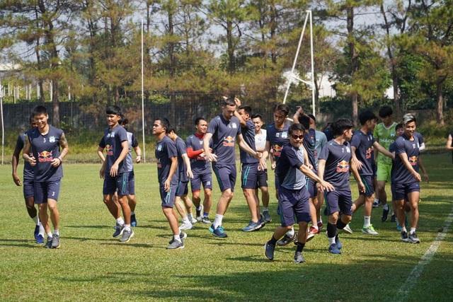 Kiatisuk và cầu thủ HA Gia Lai xét nghiệm Covid-19, sẵn sàng cho V-League - 2