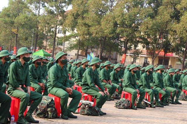 Nữ tân binh nhập ngũ: Nghĩa vụ bảo vệ Tổ quốc không riêng của nam giới - 1