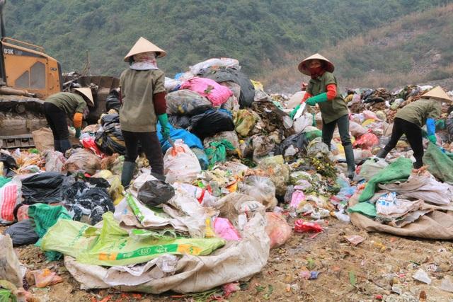 Chuyện những người quanh năm kiếm cơm ở… bãi rác - 6