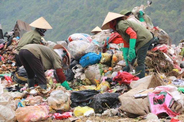 Chuyện những người quanh năm kiếm cơm ở… bãi rác - 1